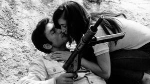Une fille et des fusils