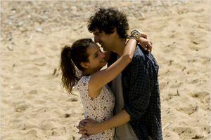 Des gens qui s'embrassent
